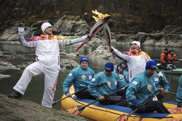 Фото самых «крутых» моментов эстафеты Олимпийского огня 2014