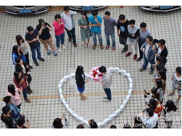 Китаец не смог покорить сердце девушки сердечком из 99 iPhone