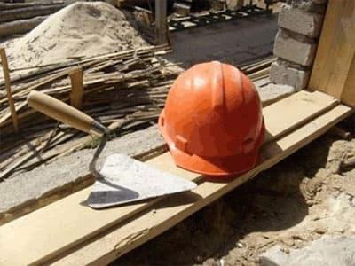 В Башкирии лист фанеры стал причиной гибели строителя