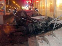 В здание банка в Уфе врезался автолюбитель