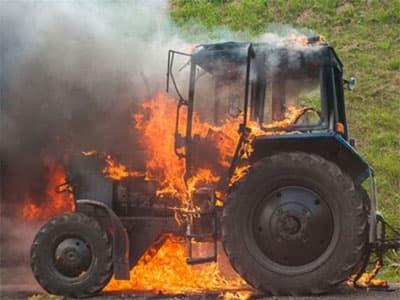В Хакасии женщина-фермер пожертвовала новым трактором ради спасения деревни от пожара