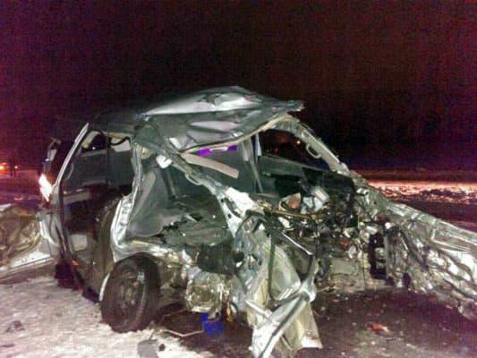 В Башкирии от столкновения фуры с микроавтобусом погибли три человека