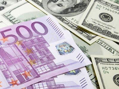 В Уфе банки продают доллары и евро по 120 рублей
