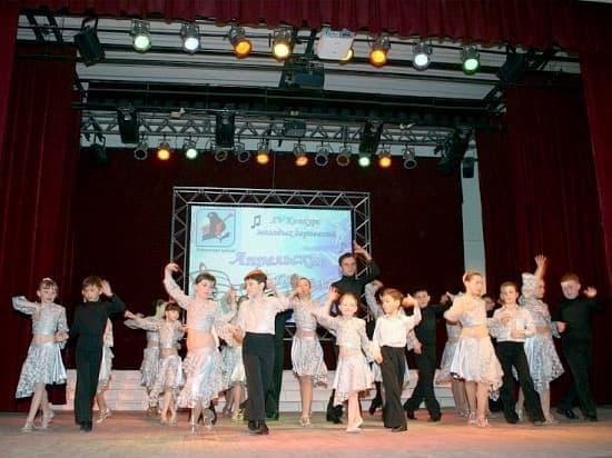 В Бирске прошел XXI детский фестиваль песни и танца «Апрельские капели-2015»