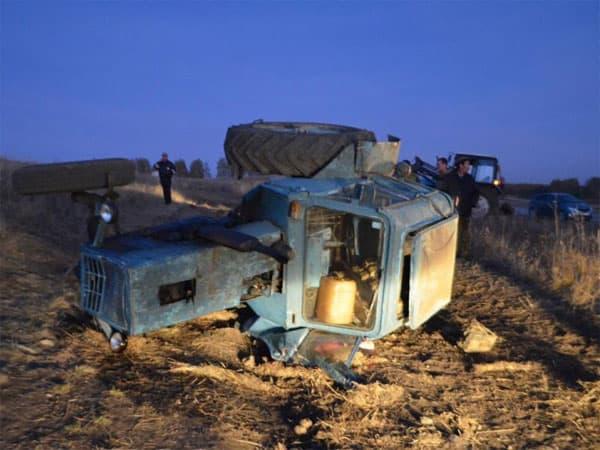 В Учалинском районе Башкирии опрокинулся трактор, водитель погиб