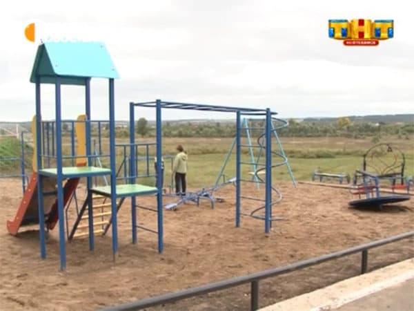 В Башкирии разгорается скандал вокруг новой детской площадки, построенной по программе поддержки местных инициатив