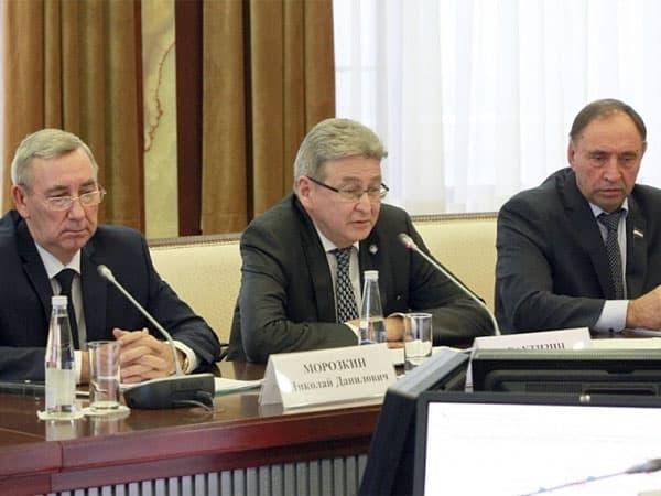 Ректор БГПУ предложил награждать учителей и школы за «стобалльников»