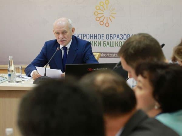 Рустэм Хамитов дал новое указание по башкирскому языку
