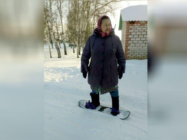 Бабушка шести внуков из Мишкинского района освоила сноуборд