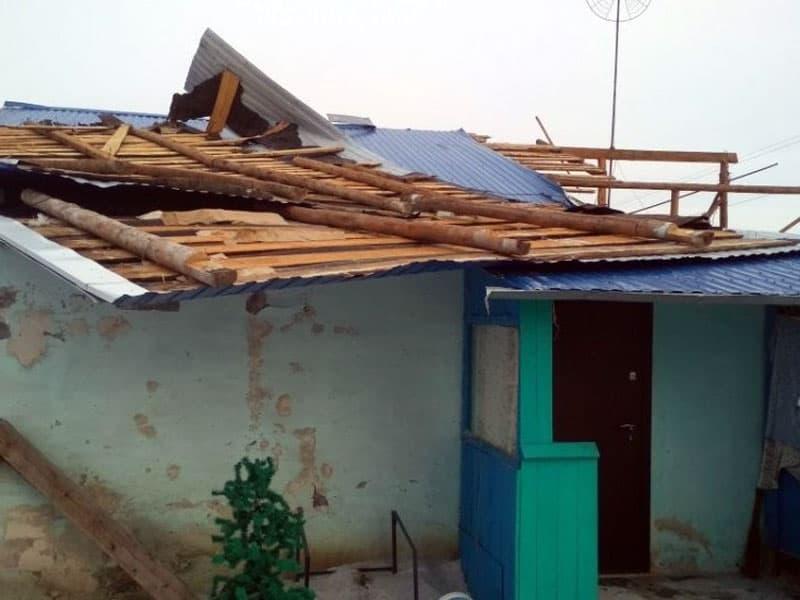 Сильный ветер сорвал крышу дома в Башкирии