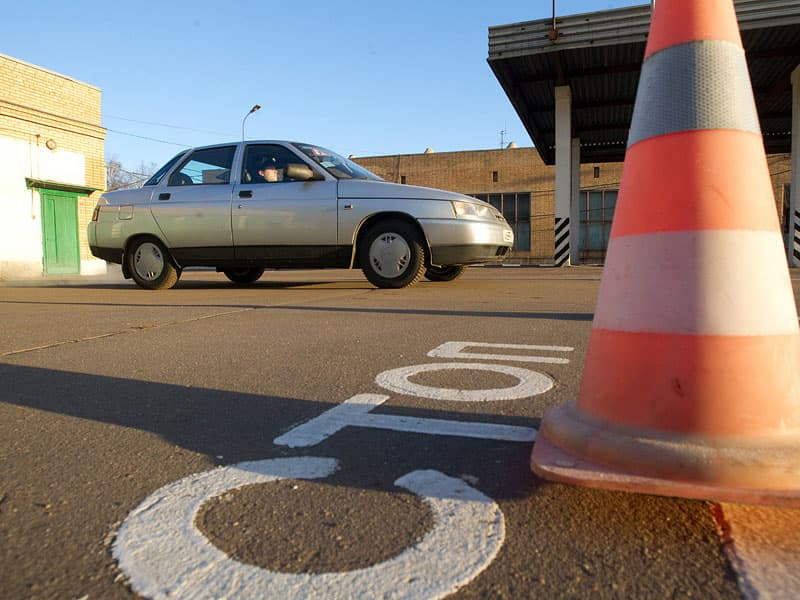 Нужно ли сдавать экзамены при замене водительского удостоверения при истечении срока его действия?