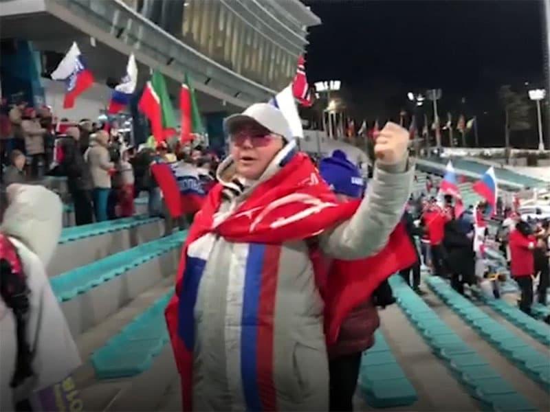 У чемпионки-горнолыжницы из Уфы пытались отобрать копию Знамени Победы на Олимпиаде (видео)