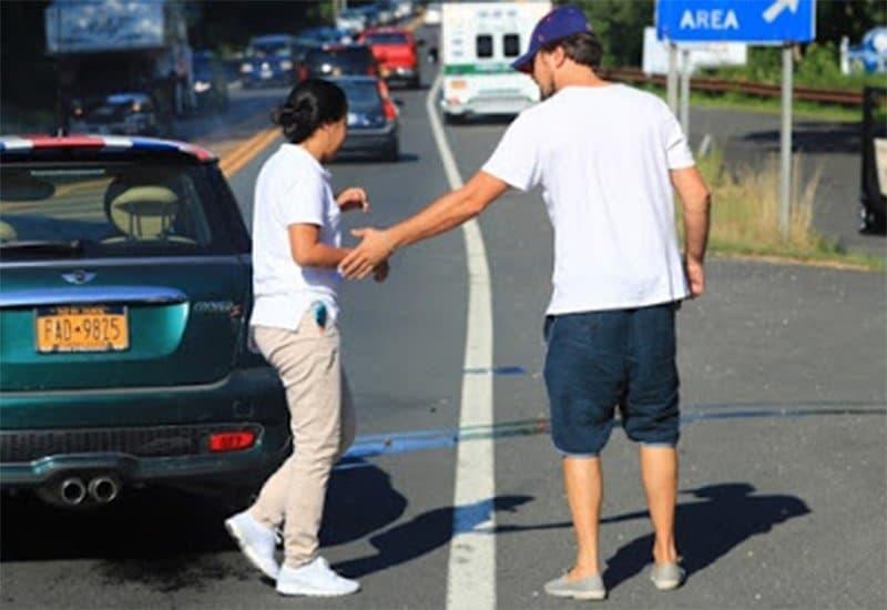 Иммигрантка врезалась в Ди Каприо, и разбила его машину вхлам