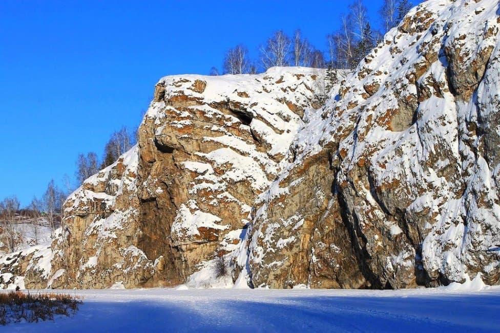 В Башкирии две сестры найдены у подножия скалы: одна погибла