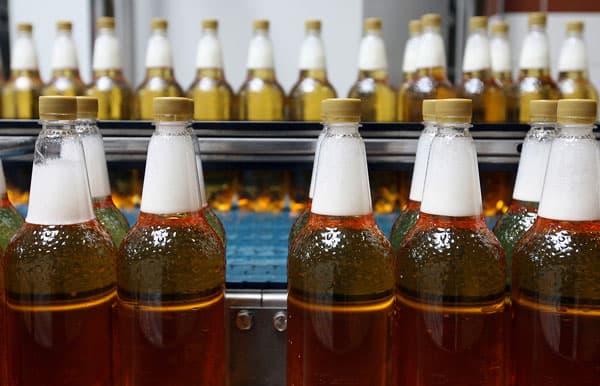 В Госдуме хотят запретить продавать пиво в пластиковой таре объемом более 0,5 л