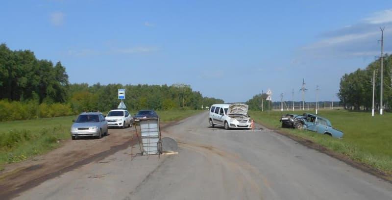 В Давлекановском районе «лоб в лоб» столкнулись легковушки: пострадали оба водителя