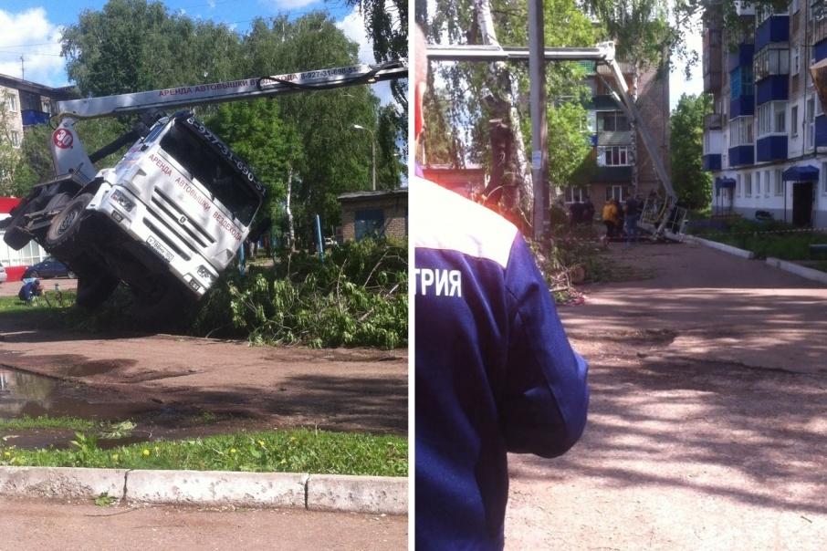 В Стерлитамаке рухнула автовышка: есть пострадавшие