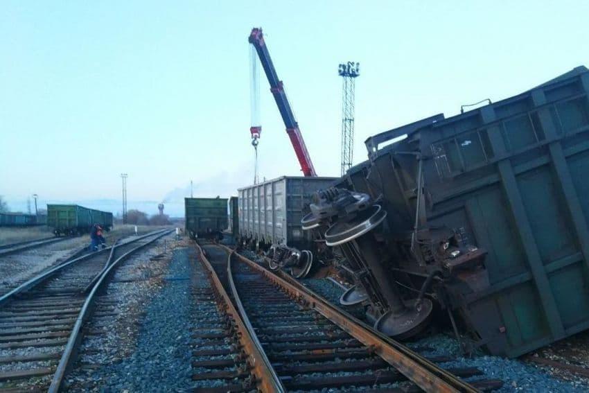 В Сибае с рельсов сошел грузовой поезд