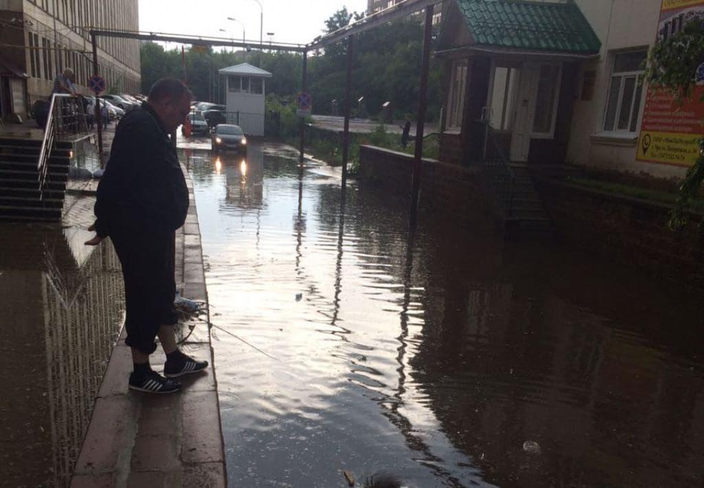 В Уфе во время ливня вновь затопило здание Росреестра