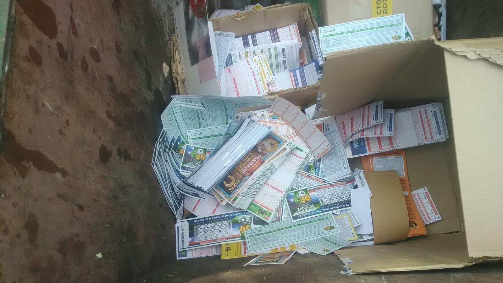 В Стерлитамаке по городу раскидали тысячи лотерейных билетов