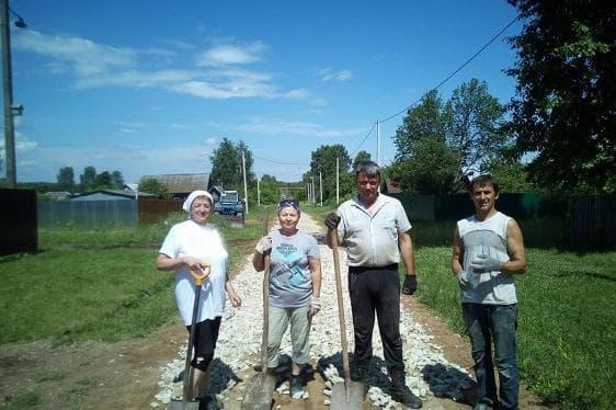 В Иглинском районе сельчане строят дорогу собственными силами