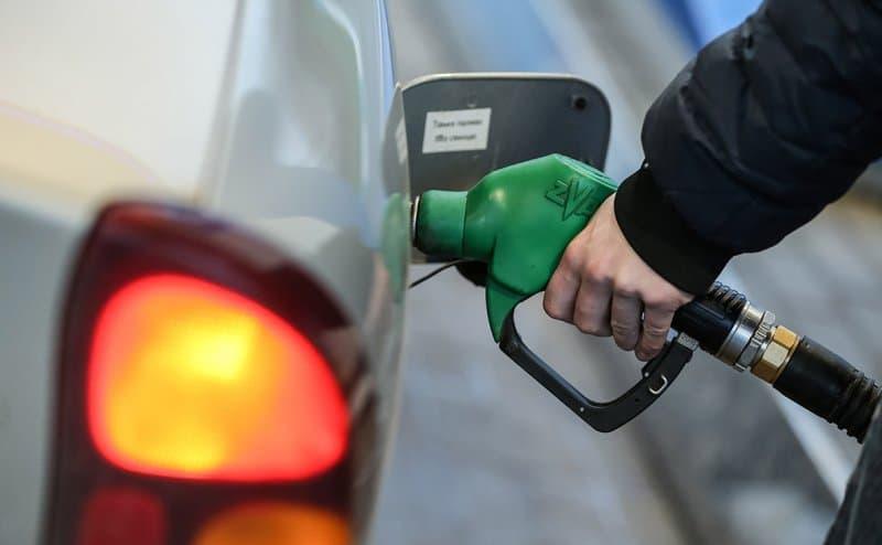 Почему в России выросли цены на бензин?