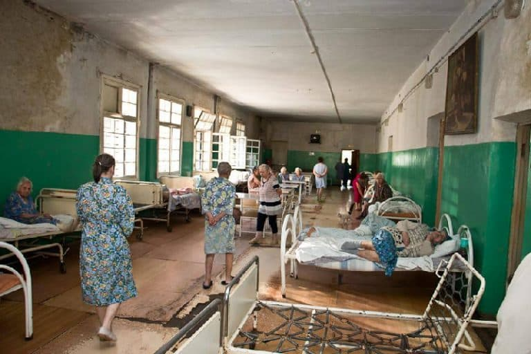 Житель Кушнаренковского района пожаловался на отвратительное состояние местной больницы