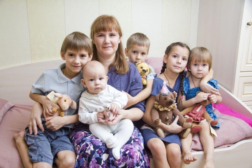 Молодые семьи в Башкирии жалуются на отсутствие мест в школах и детсадах