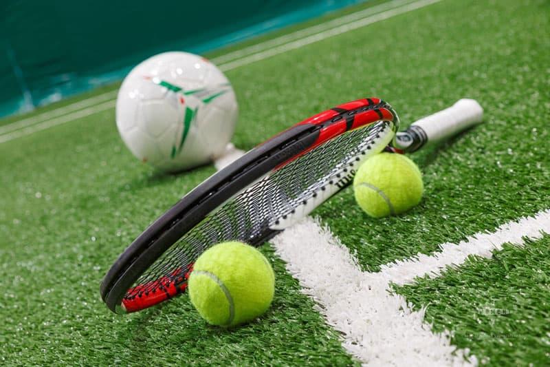 В Октябрьском состоялось открытие нового футбольного поля и теннисного корта