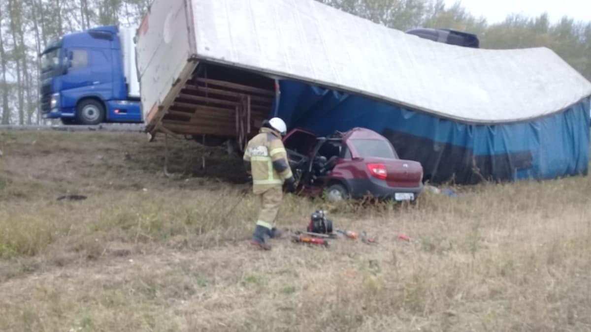 В Дюртюлинском районе в лобовом столкновении фуры и легкового автомобиля погибли 4 человека