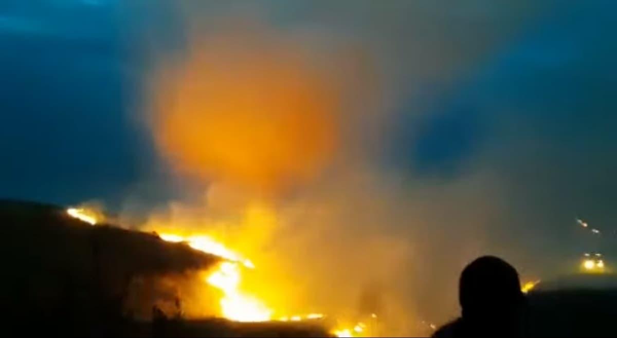 В Оренбургской области уфимские спасатели помогают бороться со страшным пожаром