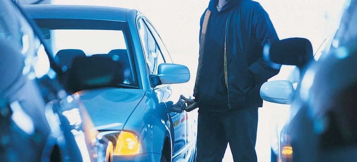 В Аургазинском районе парень решил добраться до своей возлюбленной угнав авто