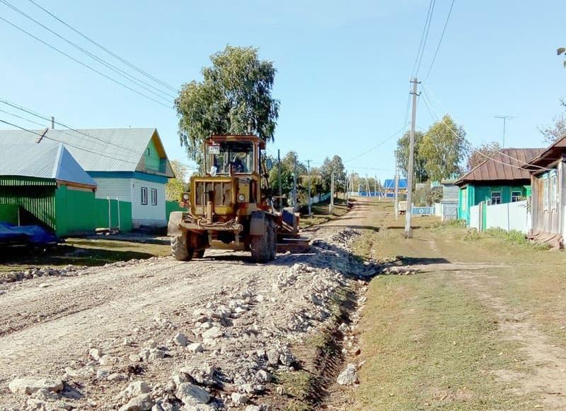 В Мишкинском районе жители отремонтировали сельскую дорогу
