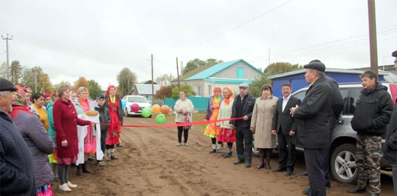 В одном из сел Мишкинского района жители получили дорогу с песчано-гравийным покрытием