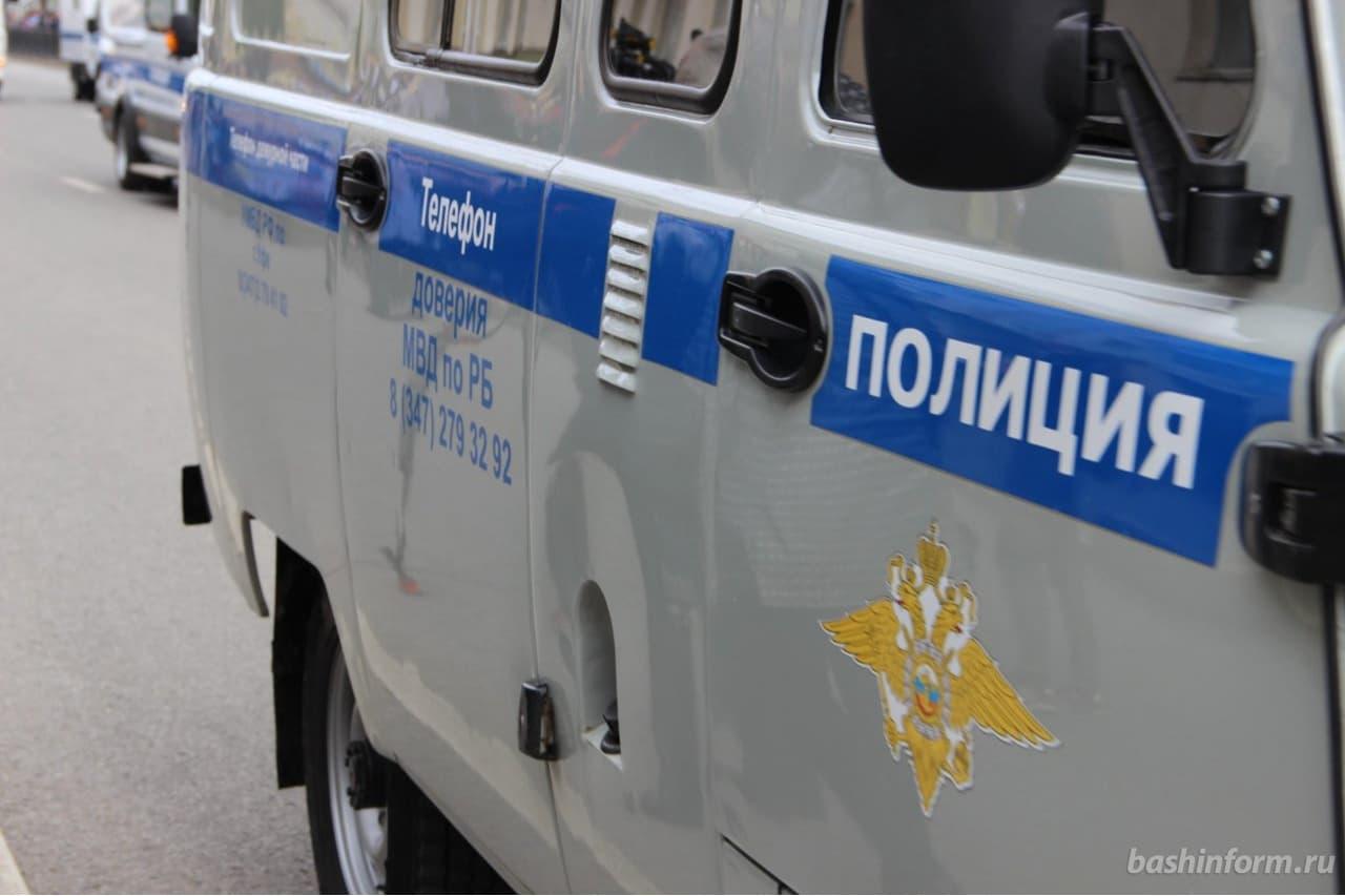 В Белебеевском районе водитель, решив обогнать колонну авто, потерял управление, съехал в кювет и сбил пешехода