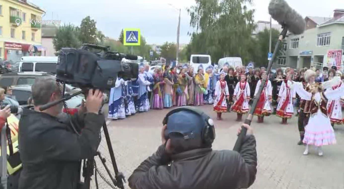 Жителей Кумертау покажут на Первом канале в телепроекте «Играй, гармонь любимая!»