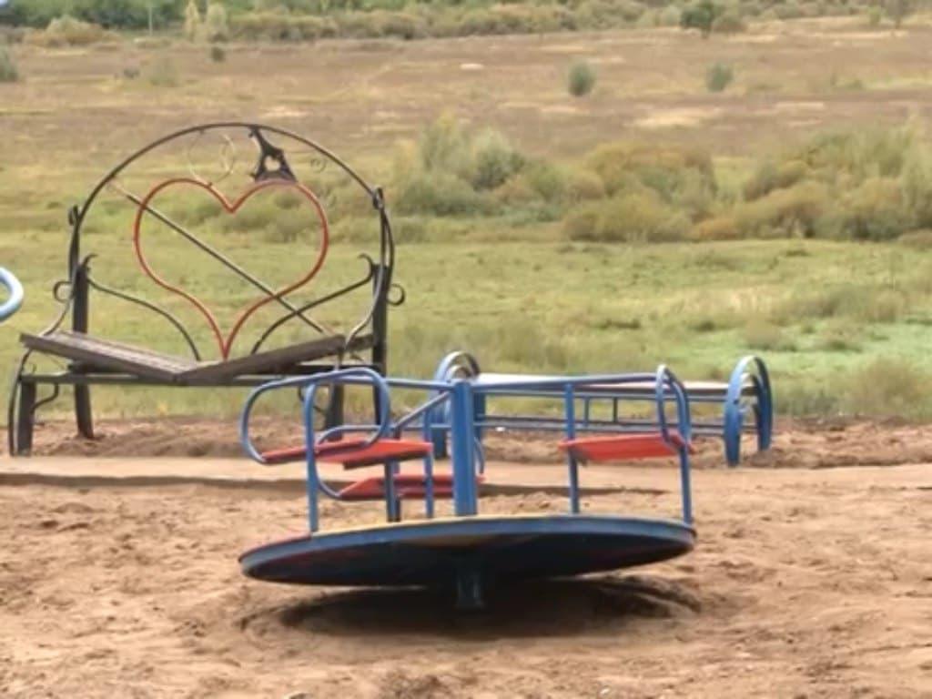 В Краснокамском районе детскую площадку за 1,5 млн возвели из старых труб