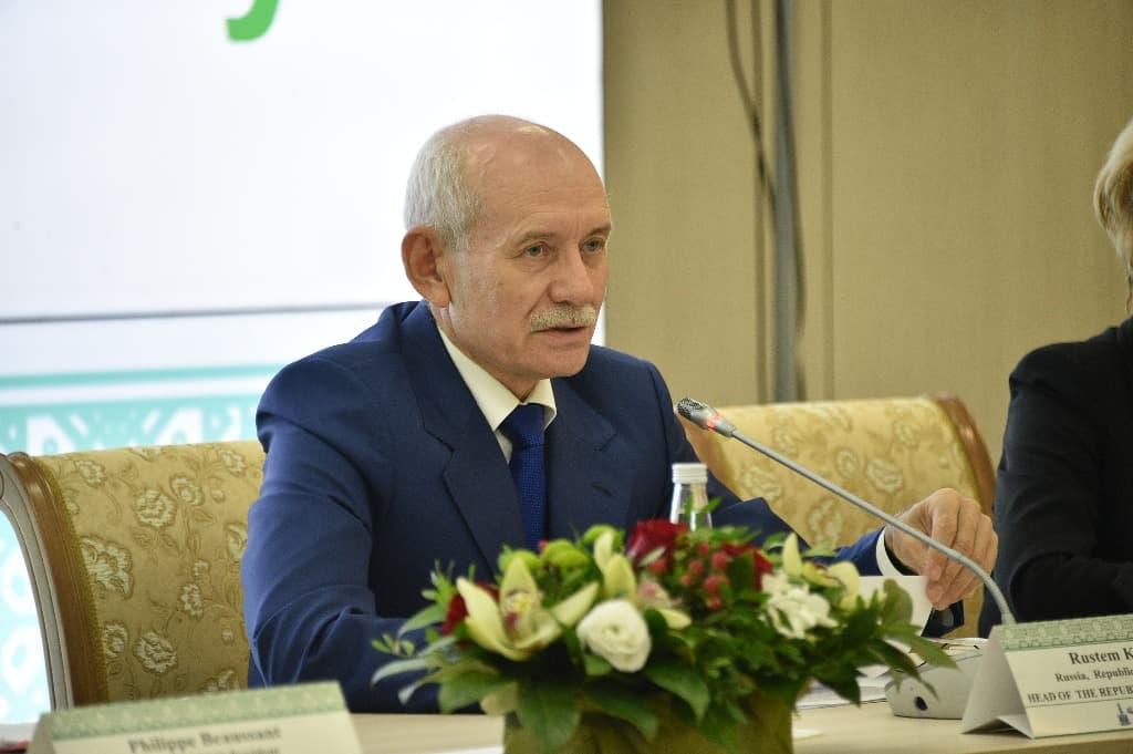 Рустэм Хамитов раскритиковал журналистов и чиновников