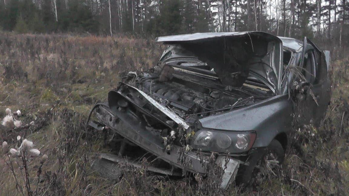 В Дуванском районе водитель не справился с управлением и вылетел в кювет: погибли двое
