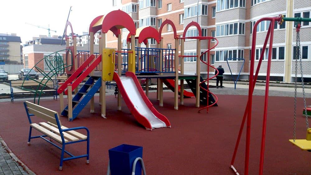 В Салавате подрядчик построил детскую площадку из дешевых материалов