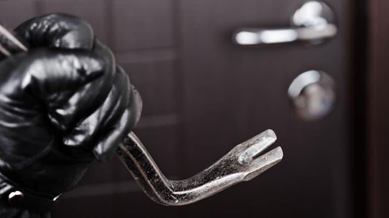 В Дуванском районе задержали молодую женщину грабившую дома