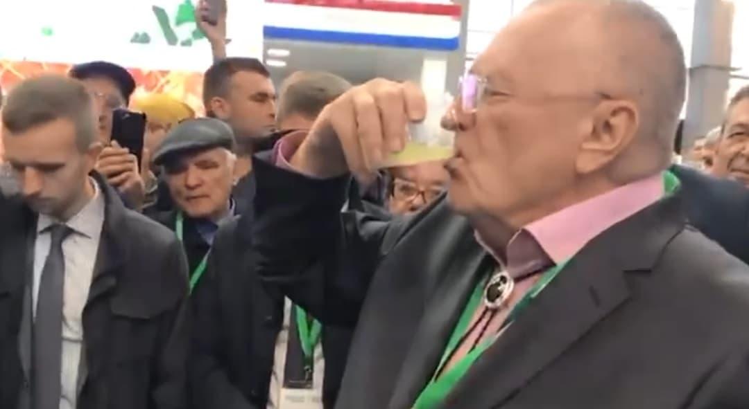 Владимир Жириновский выпил сто грамм за Рустэма Хамитова и Радия Хабирова (видео)