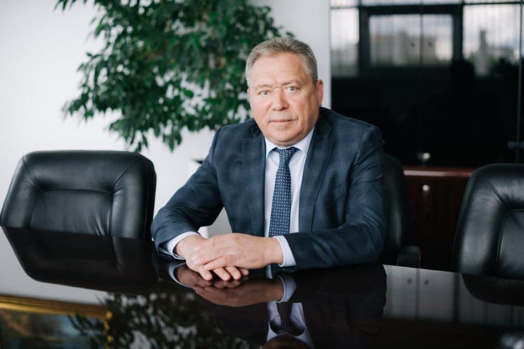 Избранный накануне мэр Ульфат Мустафин начал свое еженедельное совещание с критики своих коллег