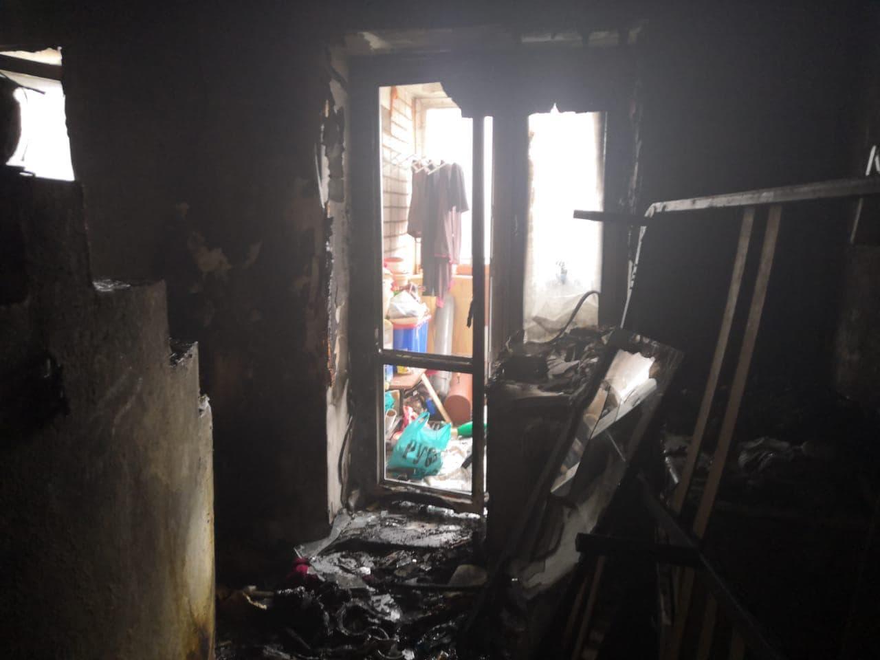 В Стерлитамаке из огня загоревшейся квартиры спасли трех жителей
