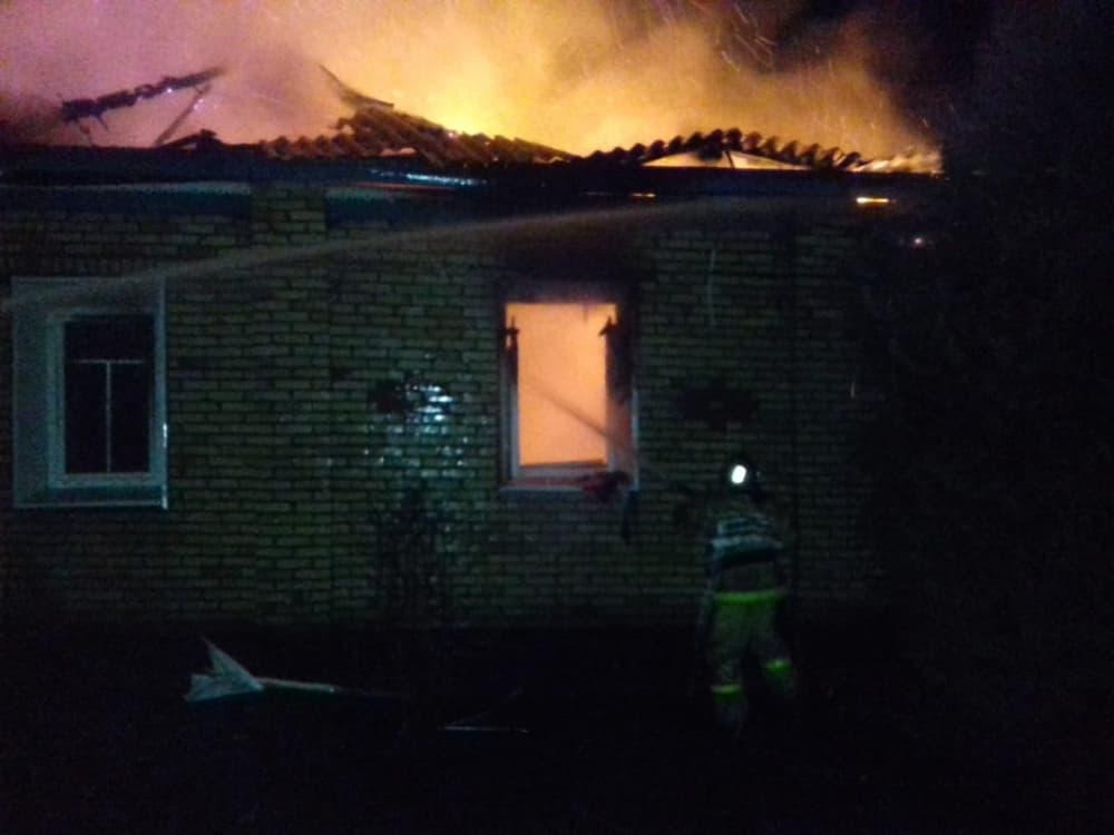 В Туймазах сильный пожар оставил без дома семью