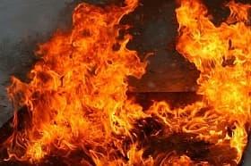 В Мишкинском районе загорелся дом: погибла женщина