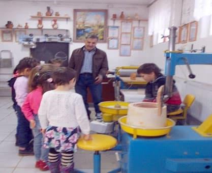 В Аургазинском районе потомственный гончар обучает школьников своему ремеслу