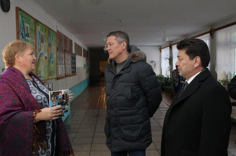 Радий Хабиров, в ходе визита в Дуванский район, посетил несколько социальных объектов