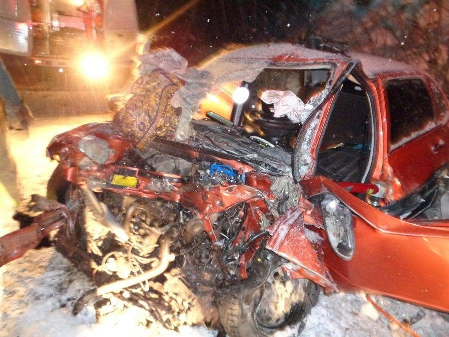 В Белорецком районе легковушка лоб в лоб протаранила грузовик