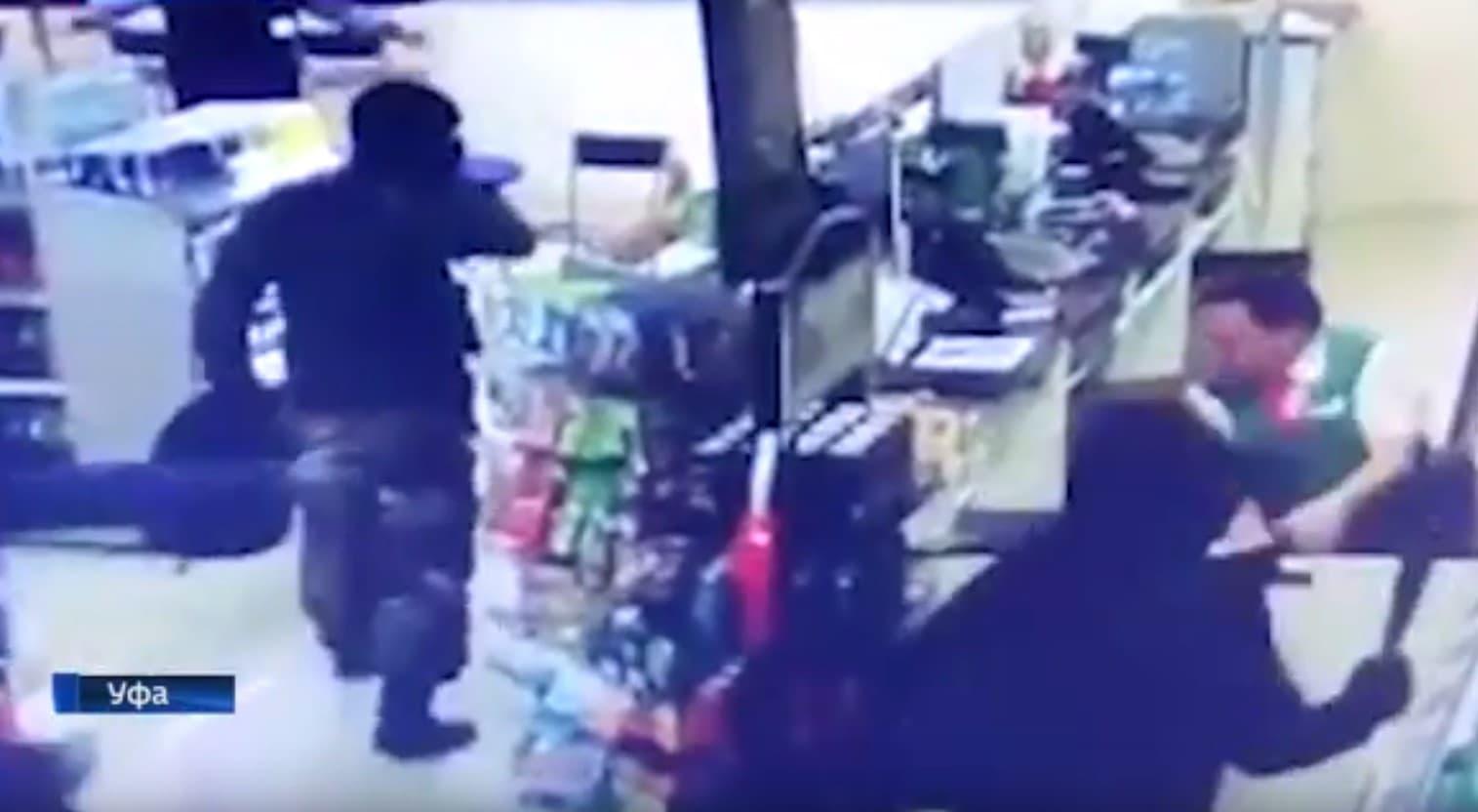 В Уфе трое неизвестных попытались ограбить автозаправку
